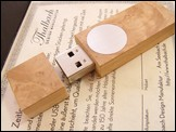 USB stick 'Face' of Chestnut Burl